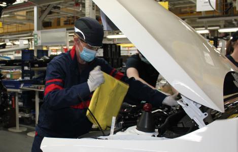 Valmet Automotive lässt Autoproduktion unter strikten Schutzmaßnahmen wieder anlaufen