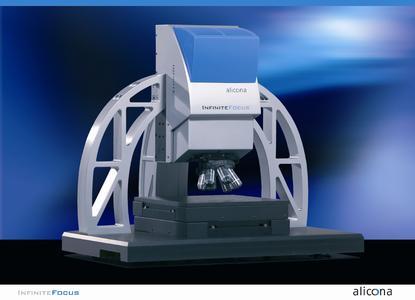 Optisches 3D Oberflächenmessgerät InfiniteFocus. Das Messgerät wird z.B. zur Qualitätssicherung von Zahnimplantaten und künstlichen Gelenken eingesetzt. Hersteller von chirurgischen Instrumenten messen Radius und Winkel von Schneidkanten und Bohrerspitzen.