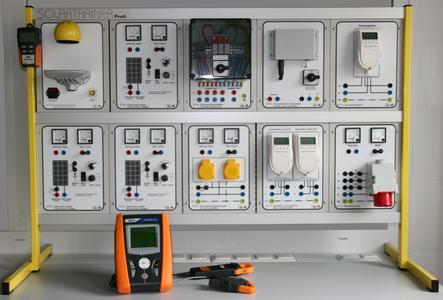 Eins für Zwei: Das neu in das PV-Trainingssystem Solartrainer profi integrierte Testgeräteset kann nach der Schulung sofort für Messun-gen an realen Photovoltaikanlagen eingesetzt werden