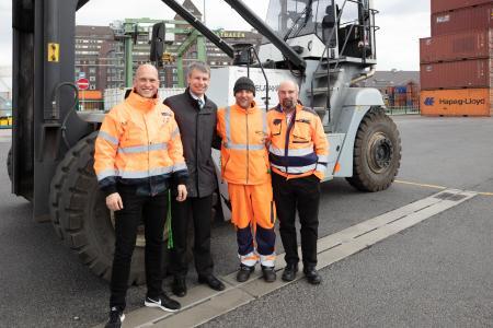 Steffen Bilger, Parlamentarischer Staatssekretär im Bundesverkehrsministerium, beteiligte sich am Tag der Logistik an der Veranstaltung der Berliner Hafen- und Lagerhausgesellschaft im Westhafen