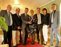 EBV Elektronik receives Distribution of the Year Award from Vishay