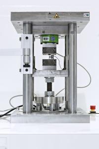 Neues, feinauflösendes Prüfsystem zur Ermittlung der lokalen, prozessbedingten Einflussparameter auf das zyklische Werkstoffverhalten / Bild: Fraunhofer LBF
