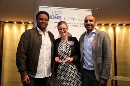 Claudia Schopf, Leiterin Personalentwicklung und Recruiting bei Piepenbrock, nahm die Auszeichnung in Wolfsburg entgegen (Bild: Matthias Leitzke)