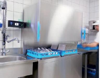 Für den Erhalt der Arbeitskraft: die neuen M-iClean Doppelkorb-Haubenspülmaschinen