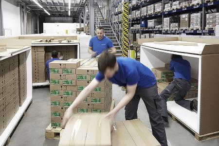 Verpackung von Luftfracht im Kundenauftrag