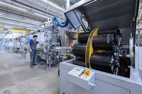 Bildlegende: Fiberoptik-Produktion von HUBER+SUHNER in Herisau, Schweiz.