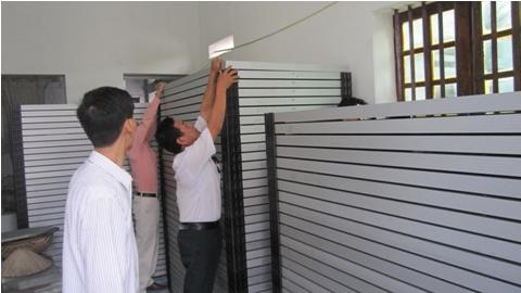Photovoltaics experts of the Vietnamese Institute of Agricultural Engineering and Post Harvest Technology storing the delivered solar modules. Image: Institute of Agricultural Engineering and Post Harvest Technology