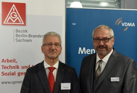 Olivier Höbel, Bezirksleiter der IG Metall Berlin-Brandenburg-Sachsen, und Reinhard Pätz, Geschäftsführer des VDMA Ost (von links nach rechts) – Fotograf: Wolfgang Zeyen