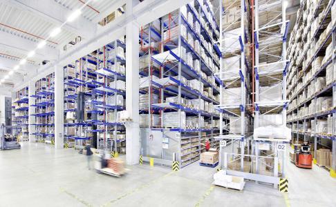 Palettenregal-Tuning von BITO-Lagertechnik Bittmann GmbH für einfache und flexible Erweiterung  des Kommissionierbereichs im Palettenlager. Die Tuning-Optionen lassen sich auch in bestehende Palettenregale problemlos nachträglich einbauen.