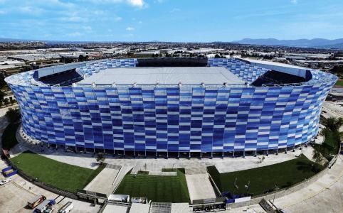 Das weltweit größte Mosaik aus ETFE Folie ziert das Estadio Cuauhtémoc in Mexiko. (copyright Dunn Architects)