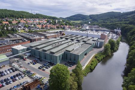 Die thyssenkrupp Hohenlimburg GmbH im Lennetal feiert in diesem Jahr ihr 400-jähriges Bestehen: Heute liefert das Unternehmen mit ca. 1.000 Mitarbeitern seine Produkte an Kunden in aller Welt