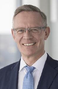 """Prof. Dr. Dirk Höfer als einer der Geschäftsführer von Hohenstein ist Impulsgeber für die Veranstaltung """"Textile Needs in Surgery"""", die am 16. Mai 2019 bei Hohenstein stattfindet © Hohenstein"""