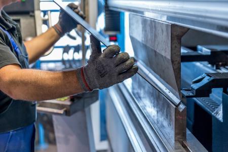 Zu wenig Aufträge? In Zukunft können Unternehmen Maschinenkapazitäten vermieten und Kurzarbeit vermeiden (Bildlizenz: Pixabay License – Freie kommerzielle Nutzung, kein Bildnachweis nötig)