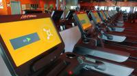 Die Fitness-Kette kann das Programm, das auf der 21-Zoll Discover SE3 HD Konsole mit Touchscreen läuft, beliebig oft anpassen und verändern. Vor allem der schnelle Wechsel von Spracheinstellun-gen und Maßeinheiten zur Leistungsmessung macht den Einsatz in allen Ländern der Welt leicht möglich
