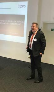 Professor Dr.-Ing. Henning Gleich, inpro Innovationsgesellschaft für fortgeschrittene Produktionssysteme in der Fahrzeugindustrie mbH, hielt den Einführungsvortrag (Quelle: DVS)