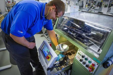 Die neue Inline-Federinspektionseinheit musste klein und kompakt sein, um unter die Produktionsmaschinen zu passen
