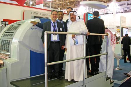 Besuch vom Ministry of Information in Kuwait an der Genius 52UV – das Unternehmen gehört zu den langjährigen KBA-Anwendern im Mittleren Osten