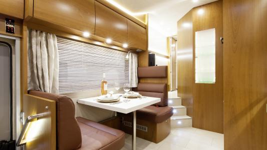 High End Reisemobil VARIO Alkoven 1200 auf MB Actros 2543 L