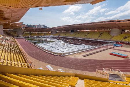 Im Stade Louis II in Monaco sorgt die REHAU Rasenheizung mit einem rund 40 Kilometer langen Leitungsnetz aus PE-Xa Rohren für ein optimales Wachstumsklima des Rasens. (Bildrechte: REHAU)
