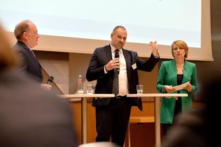 Bild ArGeZ Forum - von links nach rechts: Dr. Hans-Toni Junius, Dr. Philipp Birkenmaier, Anke Plättner