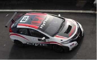 Auch das Serienmodell des Honda Civic kann jetzt im Rennstrecken-Look erstrahlen (im Bild: der Civic WTCC)