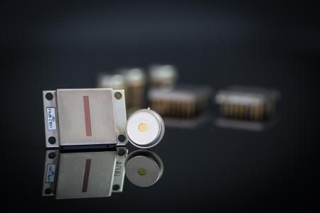 Pyroelektrische Hochdetektivitäts-Detektoren PYROSENS mit gleichmäßiger spektraler Empfindlichkeit (Foto: DIAS Infrared GmbH)