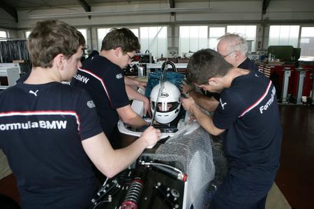 Ready to race: Motorsport-Talente startklar für die Rennstrecke