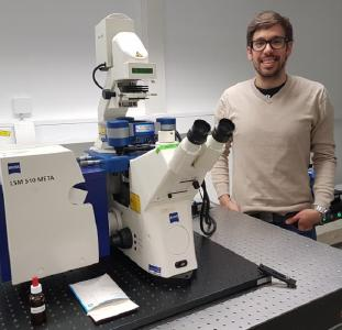 Dr Henri Franquelim and the newest JPK NanoWizard® ULTRA Speed AFM mounted on top of a Zeiss LSM 510 META confocal microscope