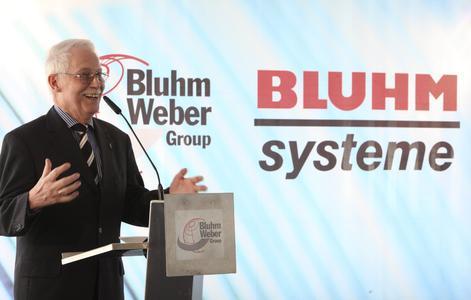 Eckhard Bluhm formulierte in seiner Rede die Hoffnung, die Medaille möge Anreiz für seine drei Söhne sein, ebenfalls Großes zu schaffen