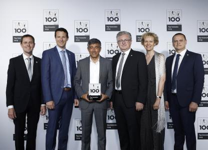 Ranga Yogeshwar (center) honored Scheugenpflug AG as a top innovator on June 28, 2019: Jürgen Wilde, Christian Ostermeier, Erich Scheugenpflug, Melanie Scheugenpflug, Sergej Erbes (from left to right). Image: KD Busch / compamedia