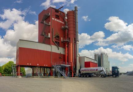 [Asphaltsplitt-Werk Hannover Anderten] / Es zählt zu den größten Asphaltsplitt-Werken in Deutschland: Jährlich werden in Hannover Anderten rund 130.000 Tonnen Asphalt produziert / Foto: KEMNA BAU