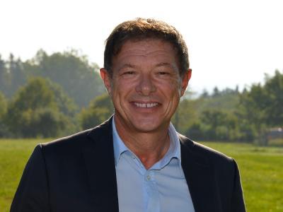 """Ulrich Schlosser, Prokurist WITRON Logistik + Informatik GmbH: """"Der Kunde kauft bei WITRON nicht nur eine Logistik-Anlage, sondern das Versprechen, dass wir ihn über den gesamten Lebenszyklus der Anlage sowie bei den dynamischen Veränderungen seines Geschäfts professionell betreuen"""" / Foto: WITRON"""
