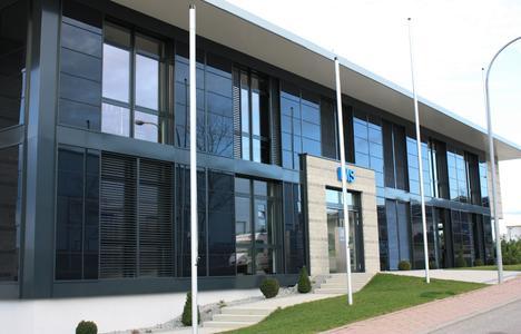 Fassade mit Solarmodulen. Bei Funktion, Design und Herstellung setzt Baier die Wünsche seiner Kunden zuverlässig um