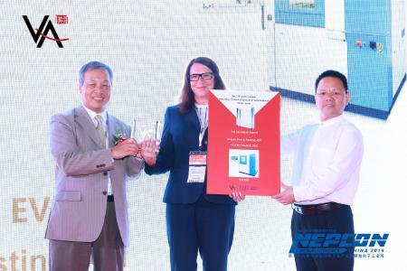 Von links nach rechts: Adonis Mai 麦协和, President SMT China, Barbara Nichtern, Guanghui XUE 薛广辉 , Chief Technical Consultant SMT China