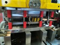 Folgeverbundwerkzeuge zur Herstellung von Lichtschalterrahmen aus Aluminium.