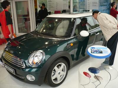 Der mit BASF-Lacken beschichtete MINI Cooper stieß bei der Deutsch-Chinesischen Promenade in Wuhan auf großes Interesse