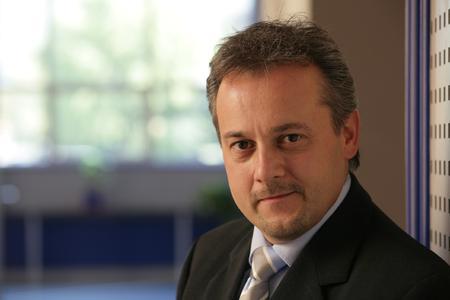 Drängt mit seiner neuen ERP-Komplettsoftware oxaion open in den offenen Servermarkt: Uwe Kutschenreiter, Vertriebs- und Marketingsvorstand der oxaion ag