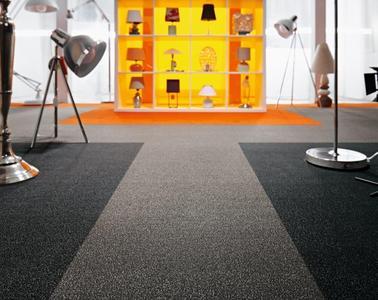 """Ob Leitsysteme oder Wohninseln – mit dem neuen modularen Teppichboden in Plankenform """"Modultex"""" können Verarbeiter unterschiedliche Farbtöne kombinieren und so individuelle Räume gestalten"""