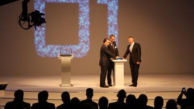 Bei der feierlichen Eröffnungszeremonie im September 2013: der ungarische Ministerpräsident Viktor Orbán, Grundfos Konzernvizepräsident Lars Aagaard und der verantwortliche Geschäftsführer Laszlo Török (v.l.n.r.)