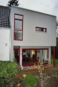 Mehr Platz: Durch einen Anbau in Holzrahmenbauweise konnte die Wohnfläche von 80 m² auf 160 m² verdoppelt werden. (Foto: Achim Zielke für INTHERMO)