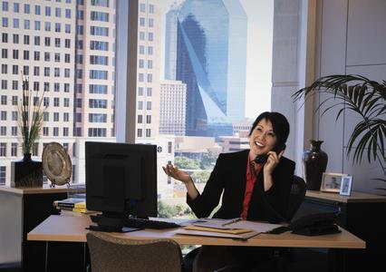 50,3 Prozent der Angestellten führen während der Arbeitszeit private Telefongespräche. (Foto: Regus)
