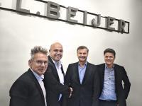 Beijer Ref und BITZER unterzeichneten einen Dreijahresvertrag. Von links nach rechts: Erik Bucher (BITZER Director Sales Refrigeration), Gianni Parlanti (BITZER Vorstandsmitglied und Chief Sales and Marketing Officer), Per Bertland (CEO und President Beijer Ref AB) und Simon Karlin (COO und Executive Vice President Beijer Ref AB)
