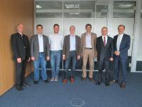 Einen Standard für alle planen die sieben Gründungsmitglieder des DERCOM-Verbandes (v.l.n.r.): Henning Mallok (gds), Stefan Freisler (SCHEMA), Torsten Kuprat (Acolada), Klaus Fenchel (Ovidius), Norbert Klinnert (Noxum), Uwe Reißenweber (DOCUFY) und Peter Tepassé (Empolis).