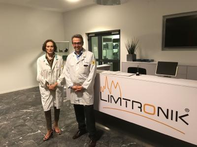 v.l.: Almuth von Anshelm, Vorstandsvorsitzende der rwp Gerd Ohl, Geschäftsführer der Limtronik GmbH