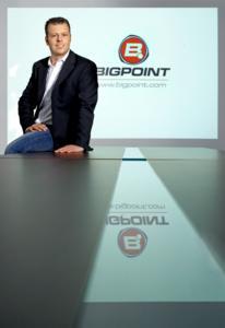 Heiko Hubertz mit Bigpoint-Logo