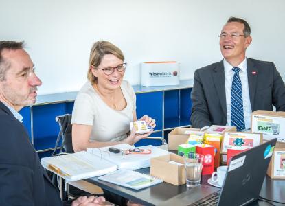Rheinland-pfälzische Bildungsministerin informiert sich über Wissensfabrik-Projekt IT2School
