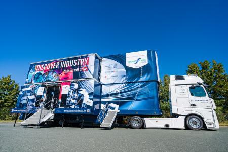 Mit einem Erlebnis-Lern-Truck präsentiert DISCOVER INDUSTRY verschiedene Meilensteine im Produktentstehungsprozess / (c) Baden-Württemberg Stiftung gGmbH