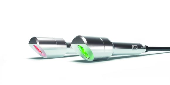 The IP67-rated stainless steel housing of the XtrAlign HU offers a high level of protection. The green laser diode ensures excellent visibility, Image source: LAP GmbH Laser Applikationen