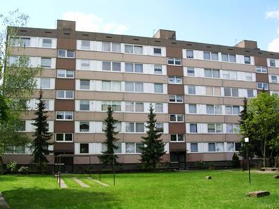 Innerhalb von knapp einem Jahr wurden in der Dormagener Pletschbachstraße insgesamt 13.000 m² sanierungsbedürftige Außenwandfläche gedämmt und auf ein der Energieeinsparverordnung entsprechendes Niveau gebracht