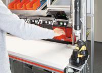 Assistenzsysteme wie Poka Yoke von Mitsubishi Electric leiten den Werker anhand visueller Hinweise durch die Montage und dienen der Qualitätssicherung